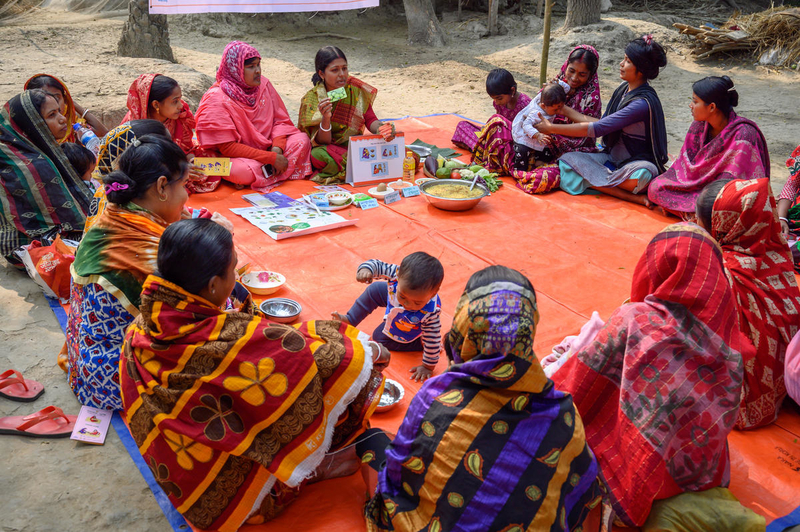 Moms in southwest Bangladesh learn about nutrition.