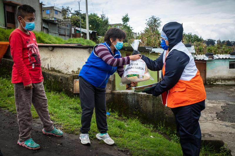 Family receives food kit in Ecuador