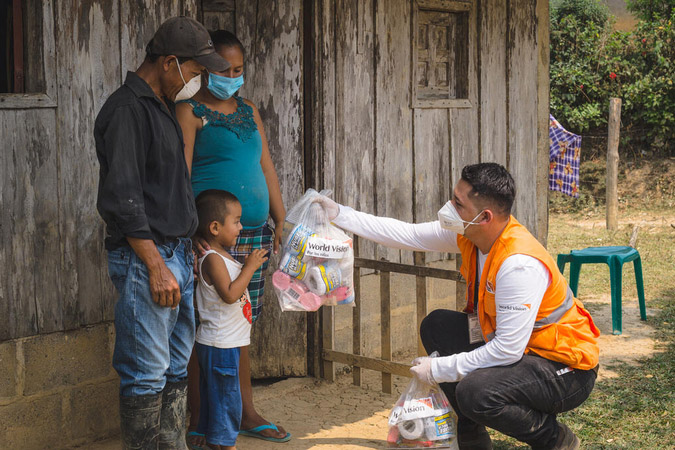 World Vision distributes food to family in Honduras