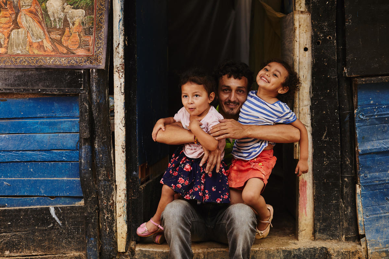 father with his two daughters in Colombia